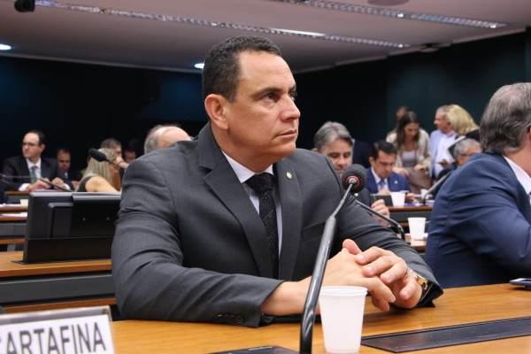 Deputado Da Vitória critica proposta da Aneel de taxar energia solar